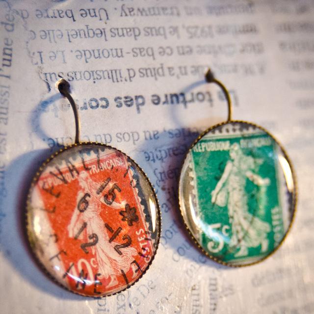 Boucles d'oreilles timbre. Stand Assuna aux Boutiques Ephémères à La Bellevilloise