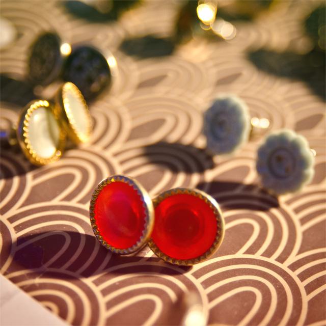 Boucles d'oreilles bouton. Stand Assuna aux Boutiques Ephémères à La Bellevilloise