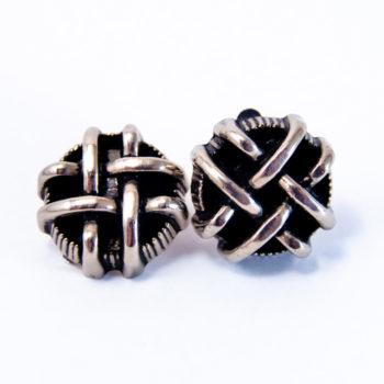 Boucles boutons créateur couturier argenté clip