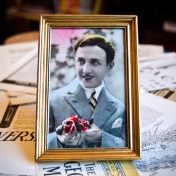 Cadre vintage Homme aux fleurs