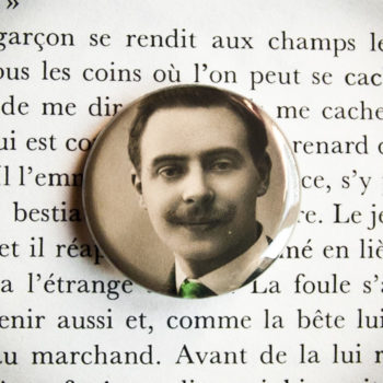 Badge Gaston carte postale vintage