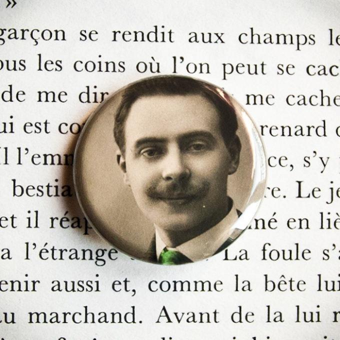 Badge Gaston carte postale vintage