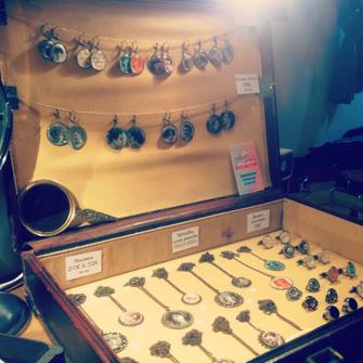 Les bijoux vintage Assuna en expo à l'expo Les Filles de Saison