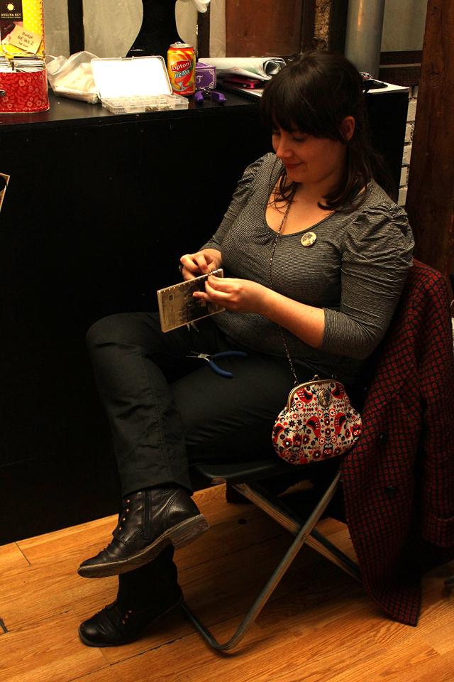 En train de travailler sur mon stand à la Rétro Party #1 par Home Sweet Môme