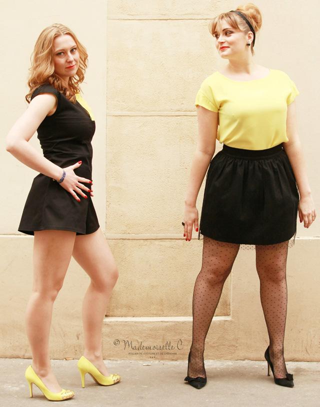 A gauche Lauranie porte le combi-short Légo noir et jaune. A droite Roxanne porte un t-shirt 80's jaune et une jupe Athènes plumetis. Roxane porte la bague 1920 en jais dorées ainsi que les boucles d'oreilles assorties.
