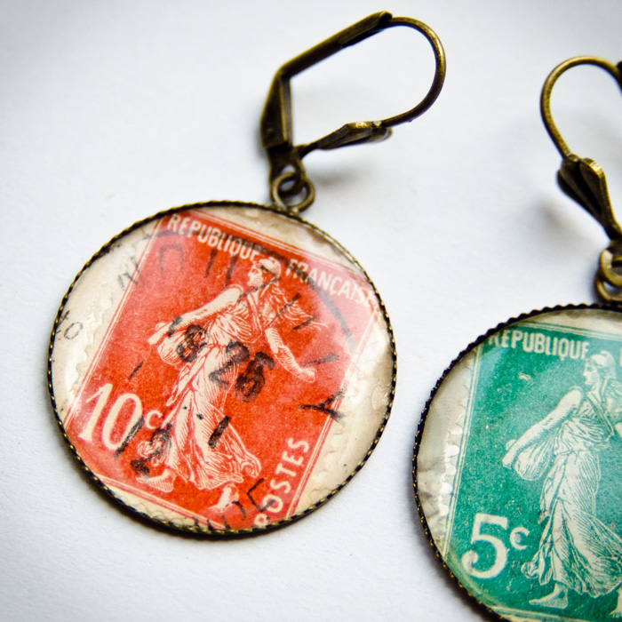 Boucles timbres anciens rouge