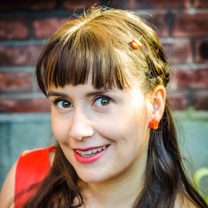 Orange studs earrings Georgette – shooting live bijoux