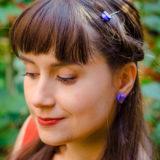 Boucles d'oreilles et barrette Georgette bleue - shooting live bijoux boutons anciens