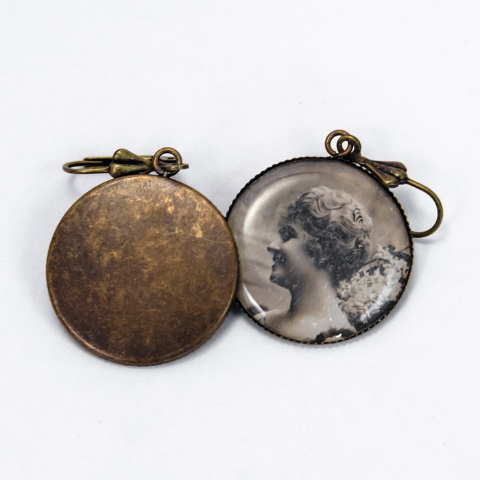 Postcard studs earrings Couple woman