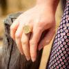 Assuna - Petite bague Apolline dorée - Look