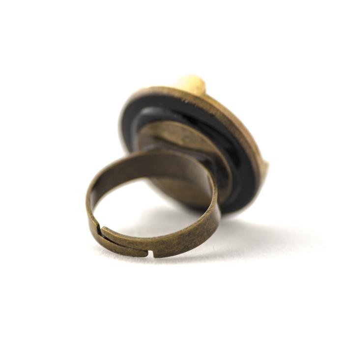 Assuna – Grande bague Angèle dorée dos – Bague bouton ancien d'inspiration vintage