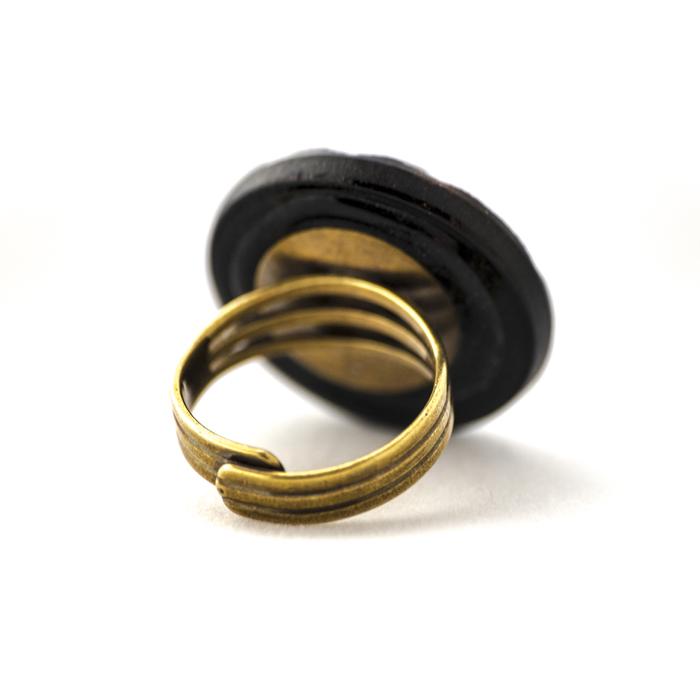 Assuna – Grande bague Lucienne dorée – Dos
