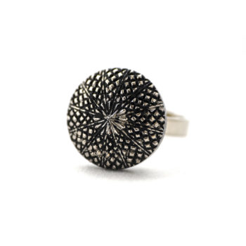 Small silver coloured Victoire ring