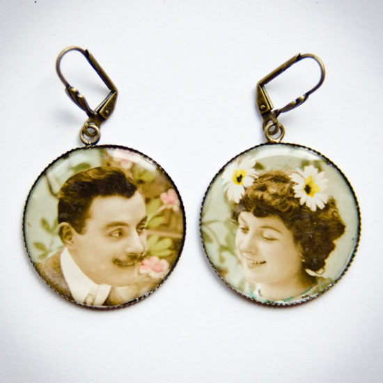 Boucles couple marguerites carte postale