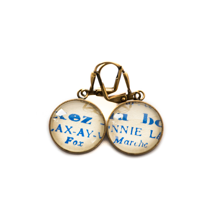 Golden music sheet studs earrings Partitions Blue Titre Morceaux