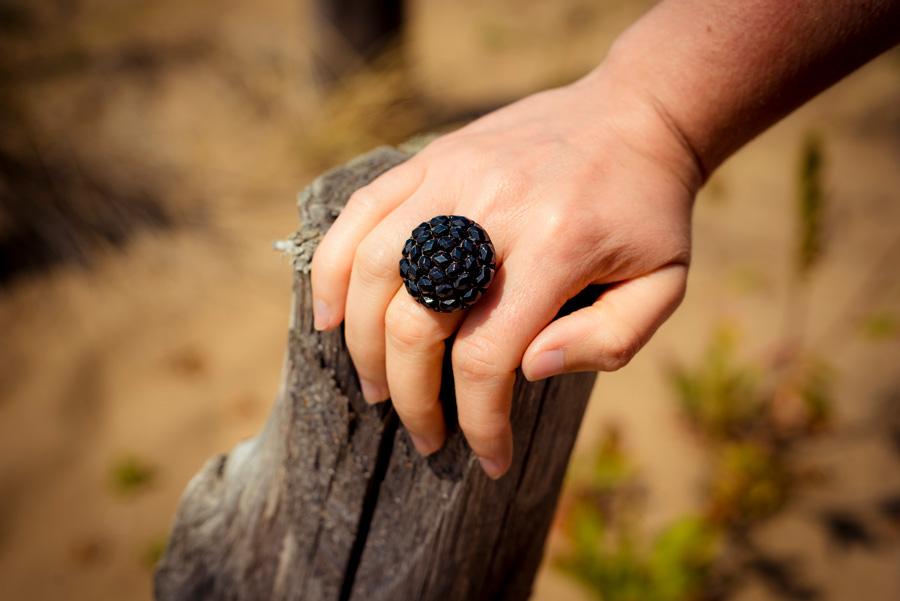 Assuna – Bague bouton ancien Gilberte noir look