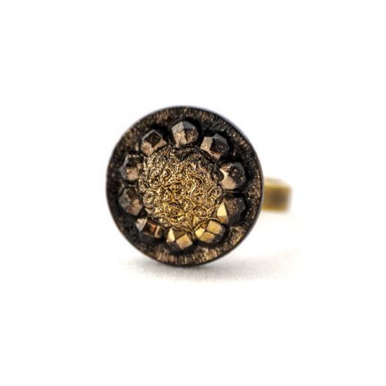 Assuna - Petite bague Sybille dorée - Bague bouton ancien d'inspiration vintage