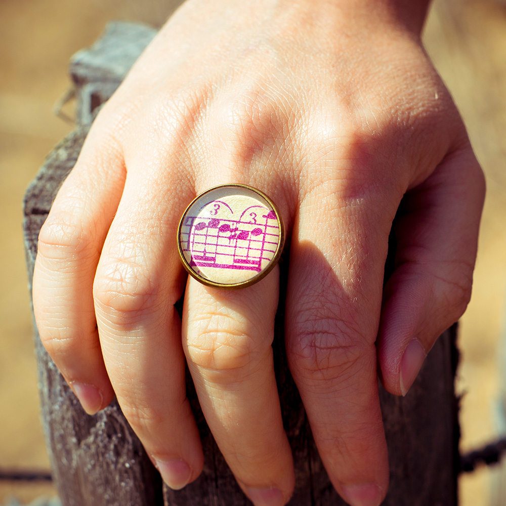 Bague partition ancienne notes violettes zoom