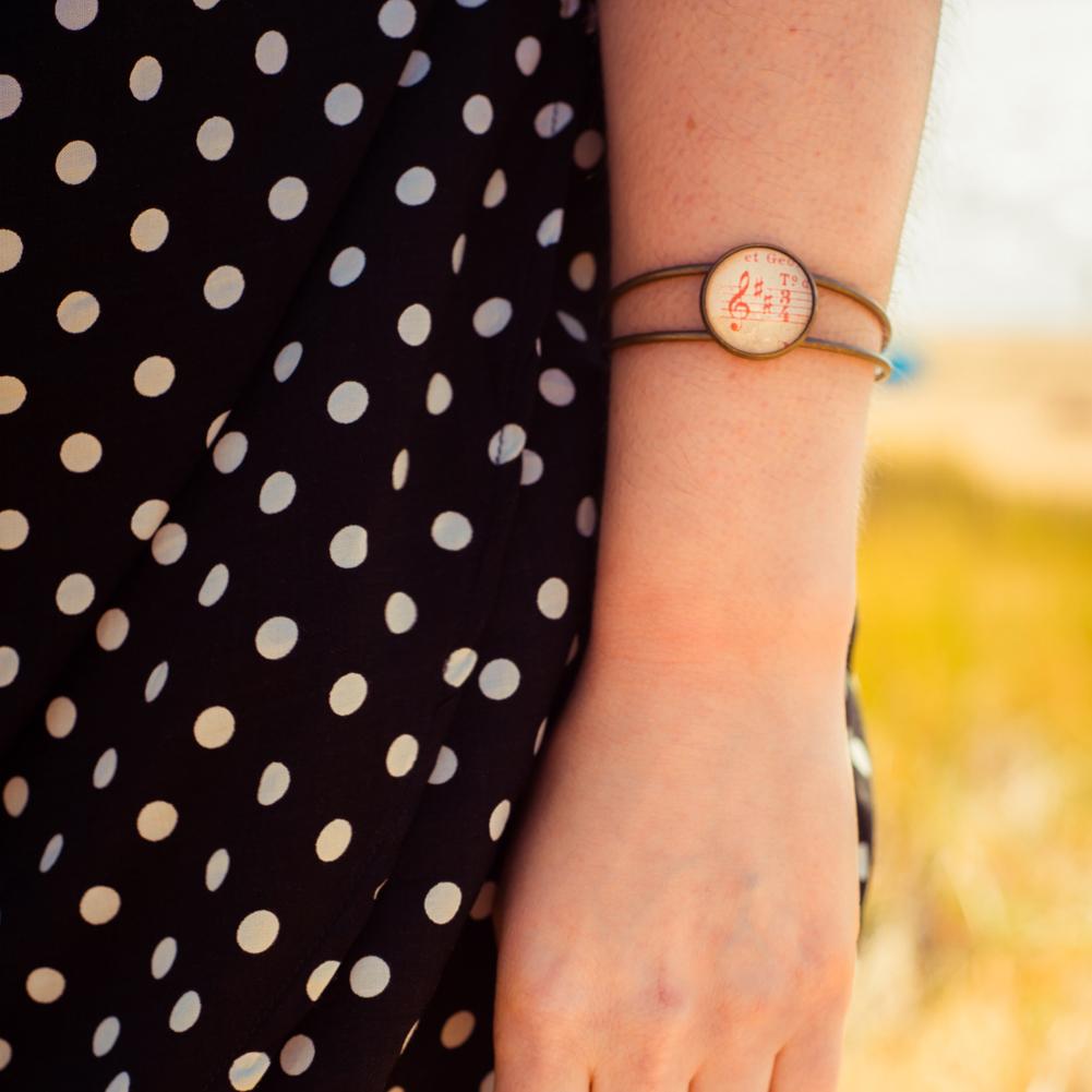 ASSUNA_bracelet_partition_ancienne_cle_rouge_look-1500-carre