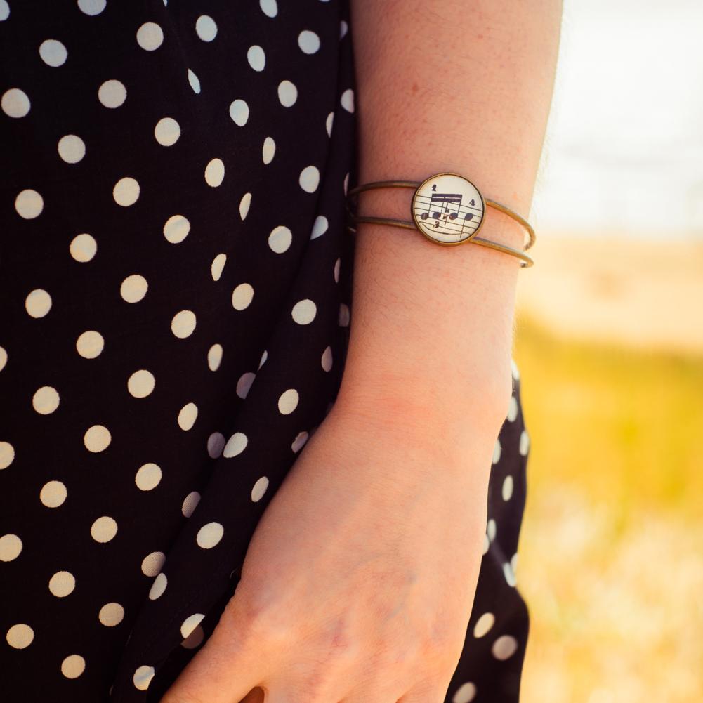 Bracelet partition musique triple croche porté