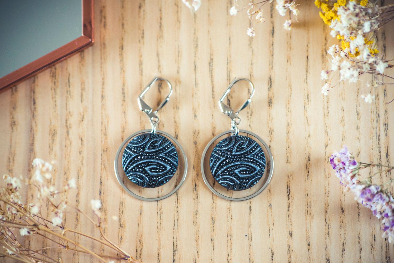 Assuna – Boucles d'oreilles tendance grandes dormeuses cercles Garance bleu inspiration vintage