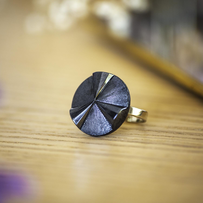 Bague Angèle bleue – bouton ancien – inspiration vintage