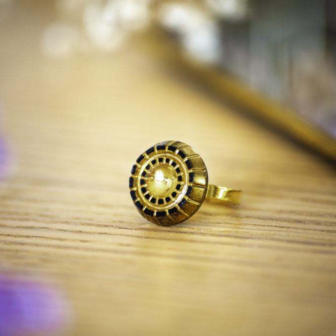 Petite bague Mathilde dorée - bouton ancien - inspiration vintage