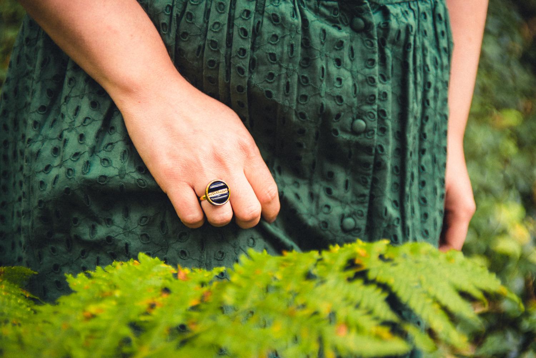 Assuna – Petite bague Constance – bouton ancien – inspiration vintage
