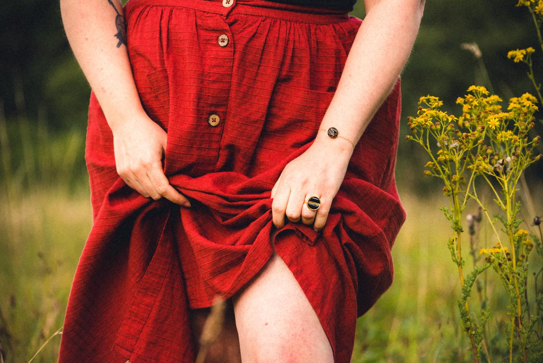 Assuna – Petite bague Constance et Bracelet simple Andrée – bouton ancien – inspiration vintage