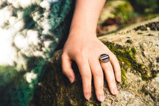 Assuna - Petite bague Constance - bouton ancien - inspiration vintage