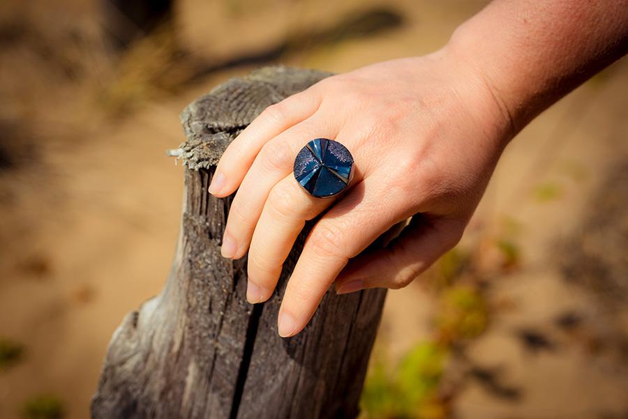 Bague Angèle bleue – bouton ancien – look