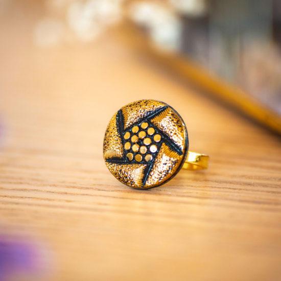 Assuna - Bague Arlette dorée - Bague bouton ancien d'inspiration vintage
