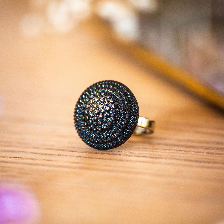 Assuna – Bague Isild argentée – bouton ancien – inspiration vintage