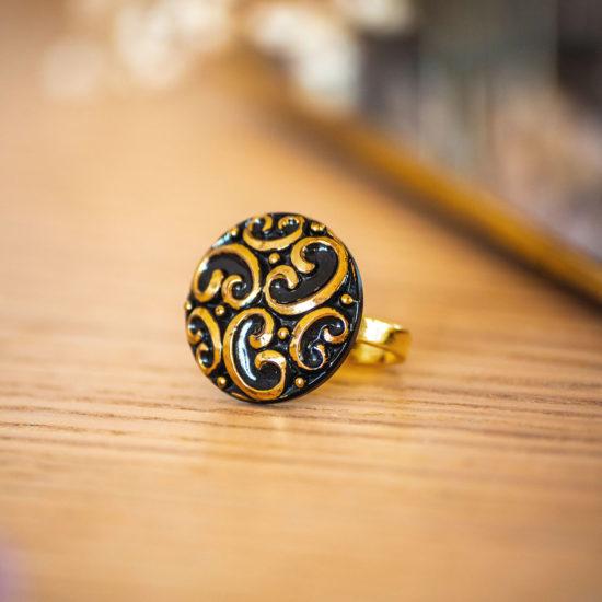 Assuna - Bague Thelma dorée - bouton ancien - inspiration vintage