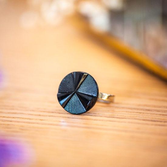 Assuna - Petite bague Angèle bleue - Petite bague bouton ancien d'inspiration vintage