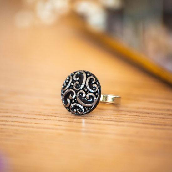 Assuna - Petite bague Thelma argentée - bouton ancien - inspiration vintage