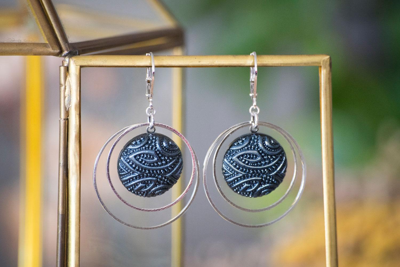 Assuna – Grandes dormeuses double cercles Garance bleu – inspiration vintage