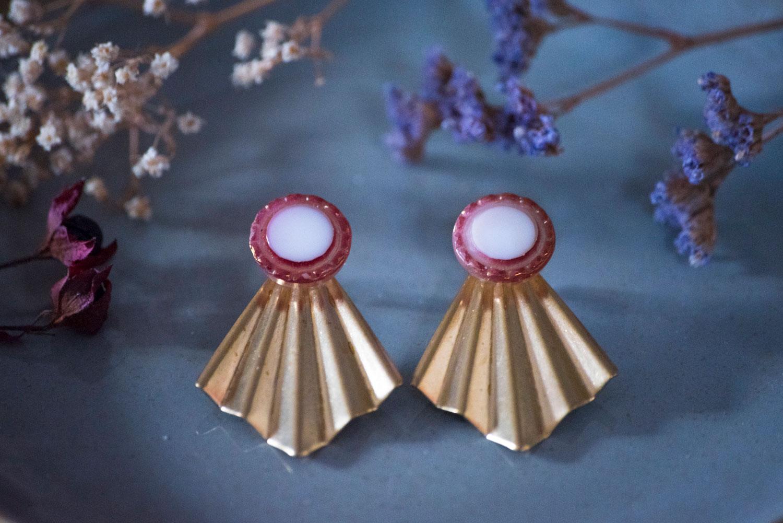 Assuna – Boucles Comète Lise – Boucles d'oreilles bouton ancien sur estampe en éventail