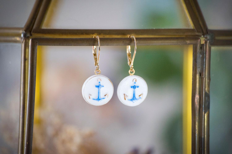 Assuna – Petites dormeuses Marine – Boucles d'oreilles bouton ancien – doré à l'or fin
