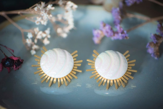 Assuna - Boucles Solare Diane - Boucles d'oreilles bouton ancien sur estampe solaire