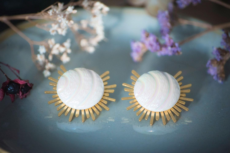 Assuna – Boucles Solare Diane – Boucles d'oreilles bouton ancien sur estampe solaire