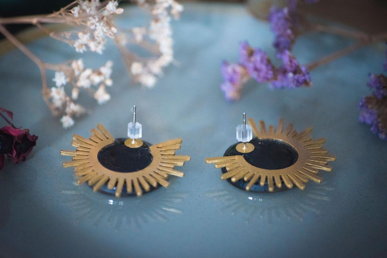 Assuna – Boucles Solare dos – Boucles d'oreilles bouton ancien sur estampe solaire