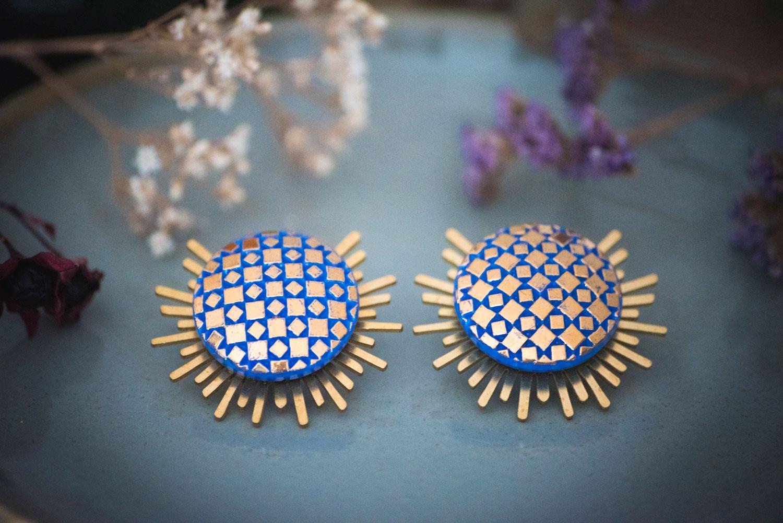 Assuna – Boucles Solare Eugénie bleu – Boucles d'oreilles bouton ancien sur estampe solaire