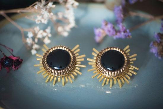 Assuna - Boucles Solare Eva - Boucles d'oreilles bouton ancien sur estampe solaire