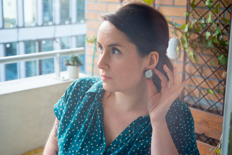 Assuna – Boucles Solare Judith – Boucles d'oreilles bouton ancien sur estampe solaire