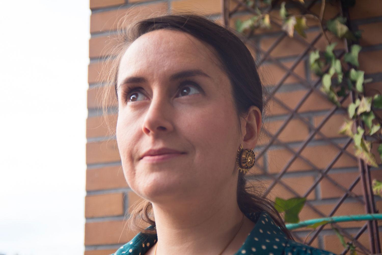 Assuna – Boucles Solare Mathilde or – Boucles d'oreilles bouton ancien sur estampe solaire
