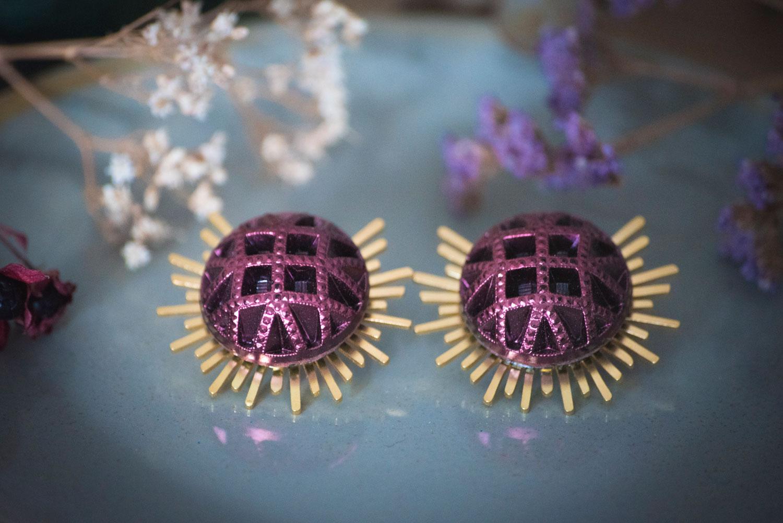 Assuna – Boucles Solare Reine rose – Boucles d'oreilles bouton ancien sur estampe solaire