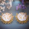 Assuna - Boucles Solare Thelma - Boucles d'oreilles bouton ancien sur estampe solaire
