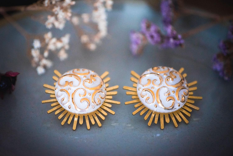 Assuna – Boucles Solare Thelma – Boucles d'oreilles bouton ancien sur estampe solaire