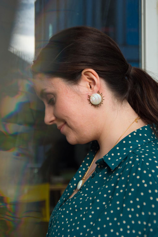 Assuna – Collier et boucles Solare Diane – Collier et boucles d'oreilles bouton ancien sur estampe solaire